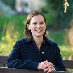 Dr Karen Gravett